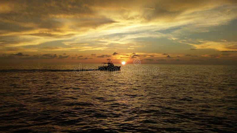 Ηλιοβασίλεμα στον ωκεανό στοκ εικόνες