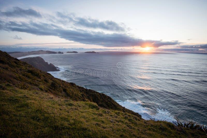 Ηλιοβασίλεμα στο ακρωτήριο Reinga, ο μακρινός Βορράς, Νέα Ζηλανδία στοκ φωτογραφία με δικαίωμα ελεύθερης χρήσης