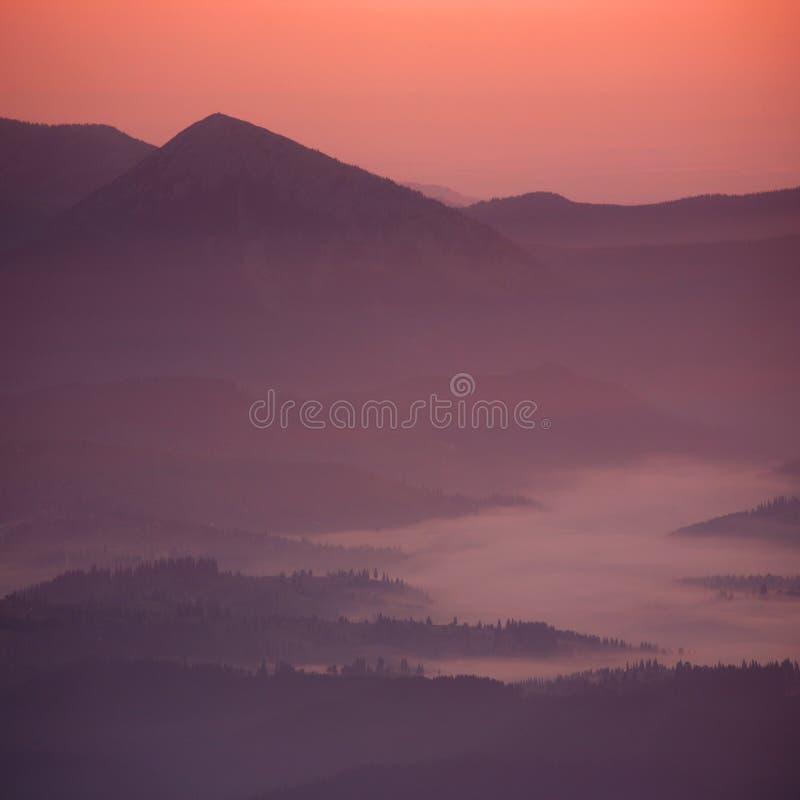 Ηλιοβασίλεμα στο βουνό στοκ εικόνα
