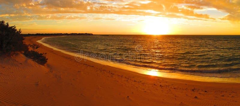 Ηλιοβασίλεμα στο εθνικό πάρκο σειράς ακρωτηρίων, δυτική Αυστραλία στοκ εικόνα