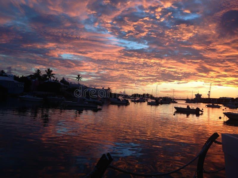 Ηλιοβασίλεμα στο λιμάνι του Χάμιλτον από BUEI, Βερμούδες στοκ εικόνες