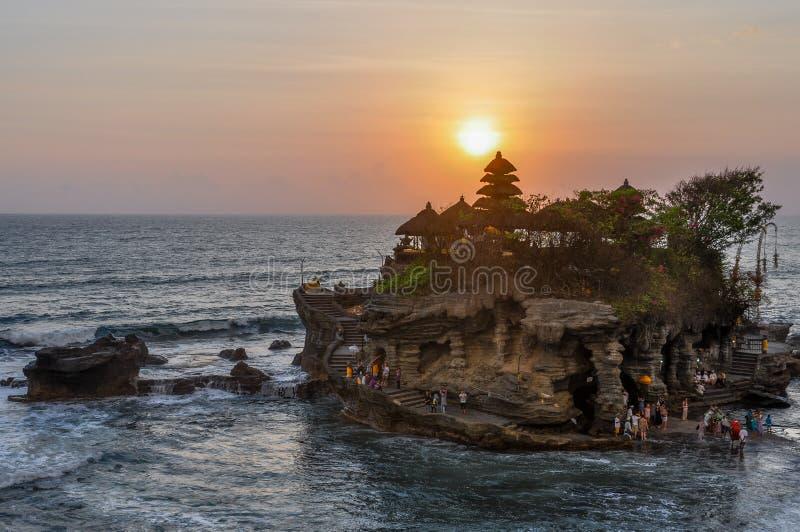 Ηλιοβασίλεμα στο ναό μερών Tanah στο Μπαλί, Ινδονησία στοκ φωτογραφία με δικαίωμα ελεύθερης χρήσης