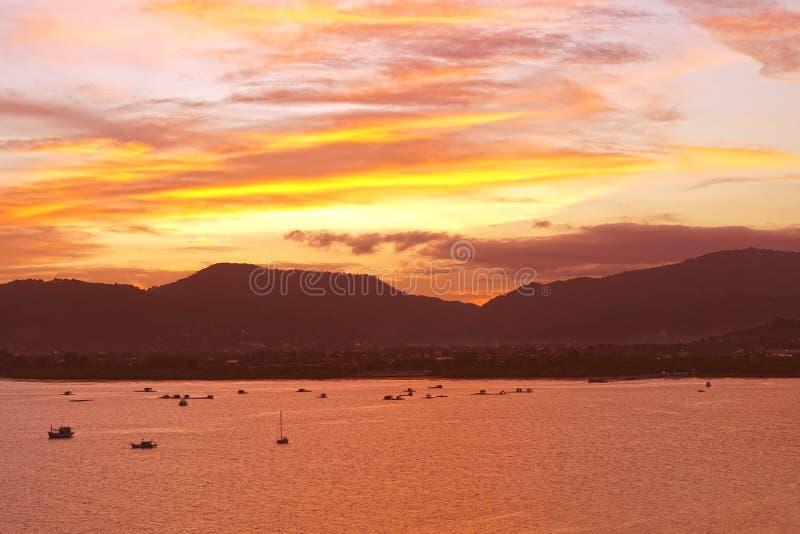 Ηλιοβασίλεμα στο νησί Phuket της Ταϊλάνδης, Ασία στοκ εικόνες με δικαίωμα ελεύθερης χρήσης