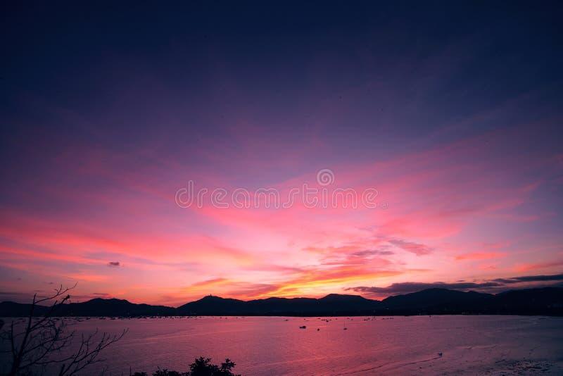 Ηλιοβασίλεμα στο νησί Phuket της Ταϊλάνδης, Ασία στοκ φωτογραφίες με δικαίωμα ελεύθερης χρήσης