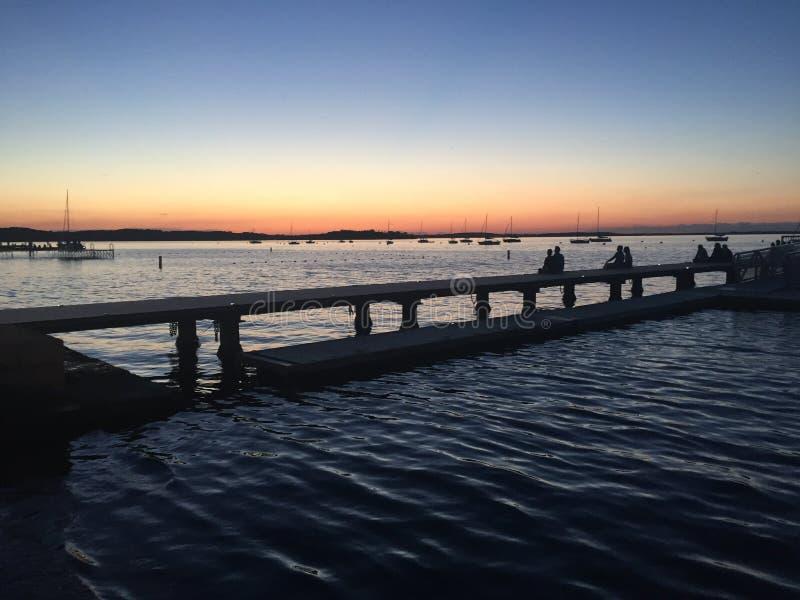 Ηλιοβασίλεμα στο πεζούλι στοκ φωτογραφία με δικαίωμα ελεύθερης χρήσης