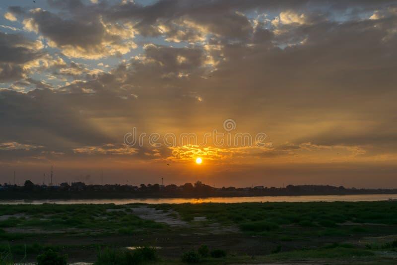Ηλιοβασίλεμα στο ποταμό Μεκόνγκ στοκ φωτογραφίες με δικαίωμα ελεύθερης χρήσης