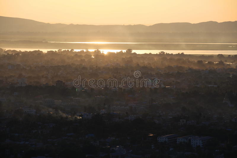 Ηλιοβασίλεμα στο Mandalay στοκ φωτογραφίες