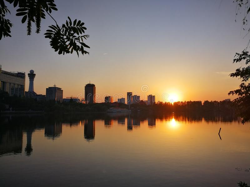 ηλιοβασίλεμα της ανατολικής λίμνης στοκ φωτογραφία