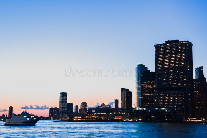Ηλιοβασίλεμα του Μανχάταν στοκ εικόνες