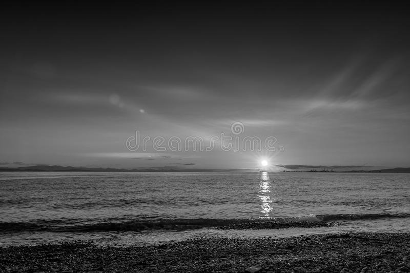 Ηλιοβασίλεμα του Ρόμπερτς σημείου στο σεληνόφωτο πέρα από την παραλία στοκ εικόνα με δικαίωμα ελεύθερης χρήσης