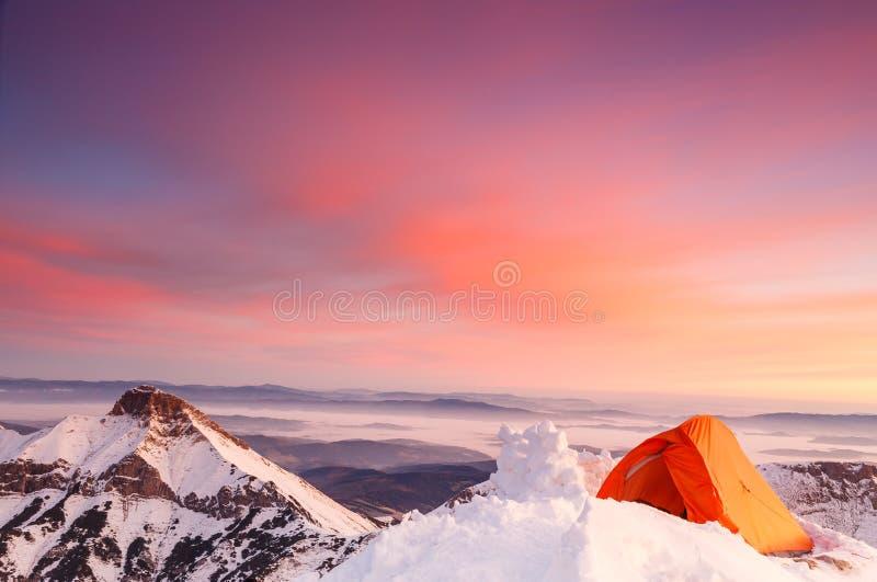 Ηλιοβασίλεμα Beautful στην κορυφή στοκ φωτογραφία με δικαίωμα ελεύθερης χρήσης