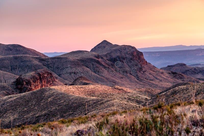 Ηλιοβασίλεμα Vista Sotol στο μεγάλο εθνικό πάρκο κάμψεων στοκ φωτογραφία