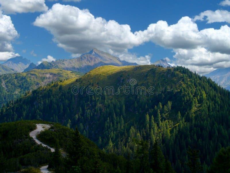 Ηλιοφάνεια στα βουνά στοκ εικόνα με δικαίωμα ελεύθερης χρήσης