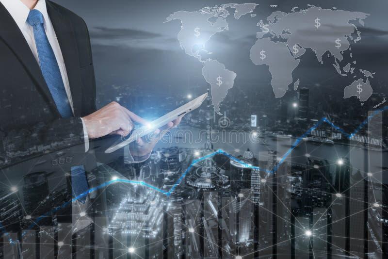 Η διπλή έκθεση του επαγγελματικού επιχειρηματία συνδέει Διαδίκτυο στοκ φωτογραφία με δικαίωμα ελεύθερης χρήσης