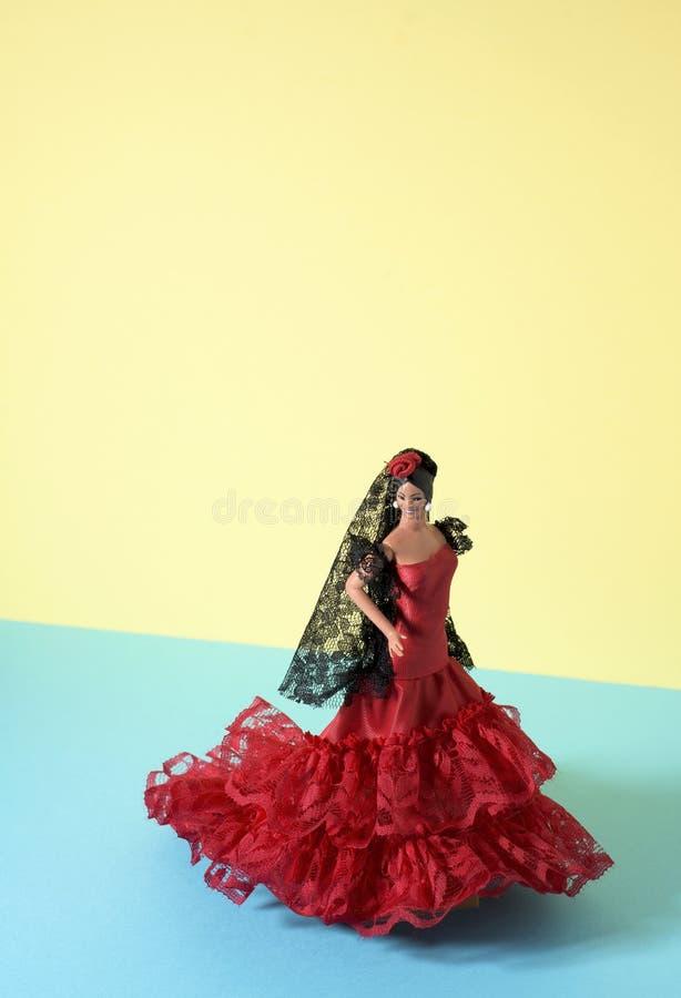 Η ισπανική κούκλα έντυσε ως χαρακτηριστικός flamenco χορευτής στοκ φωτογραφία με δικαίωμα ελεύθερης χρήσης