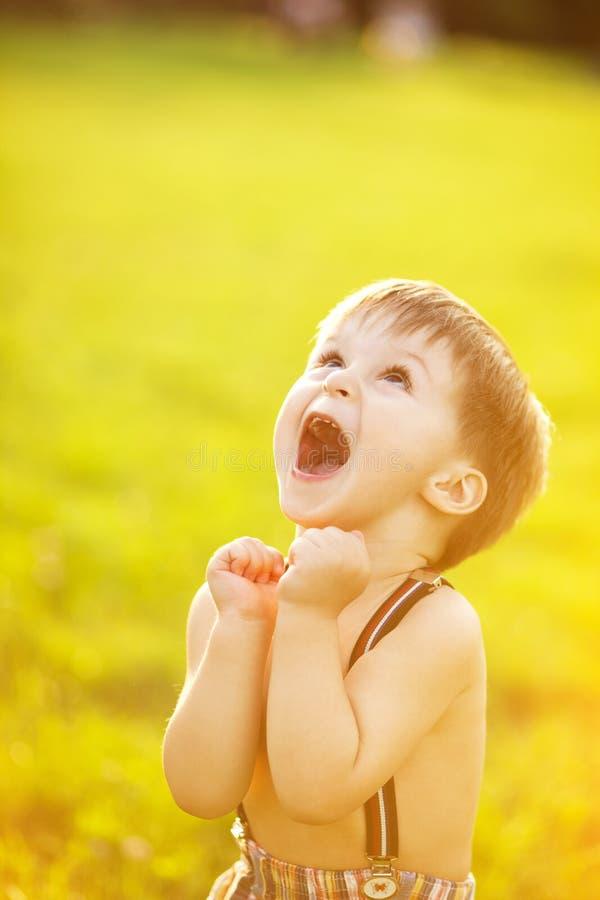 Ηλιόλουστο πορτρέτο του παιδιού στοκ εικόνες με δικαίωμα ελεύθερης χρήσης