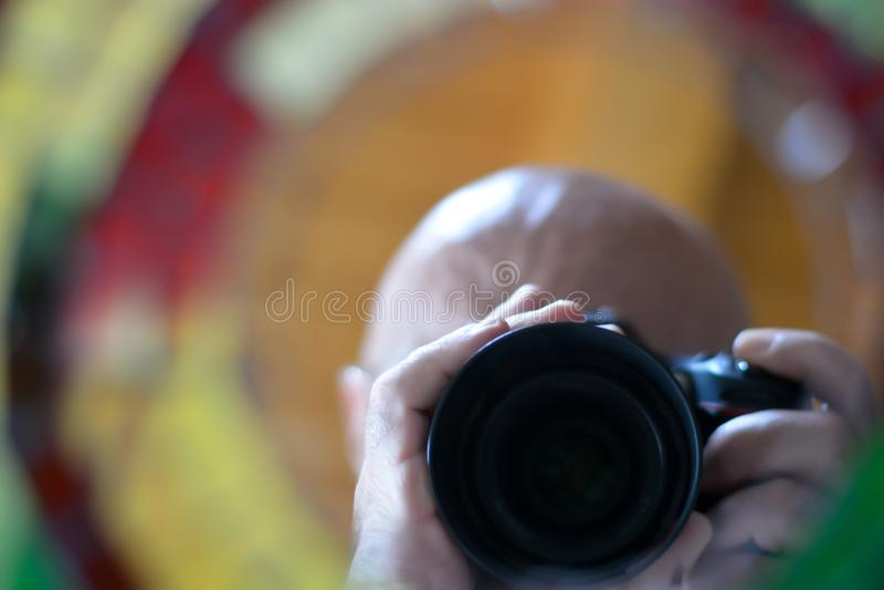 Η κάμερα παίρνει μια φωτογραφία στοκ φωτογραφία με δικαίωμα ελεύθερης χρήσης