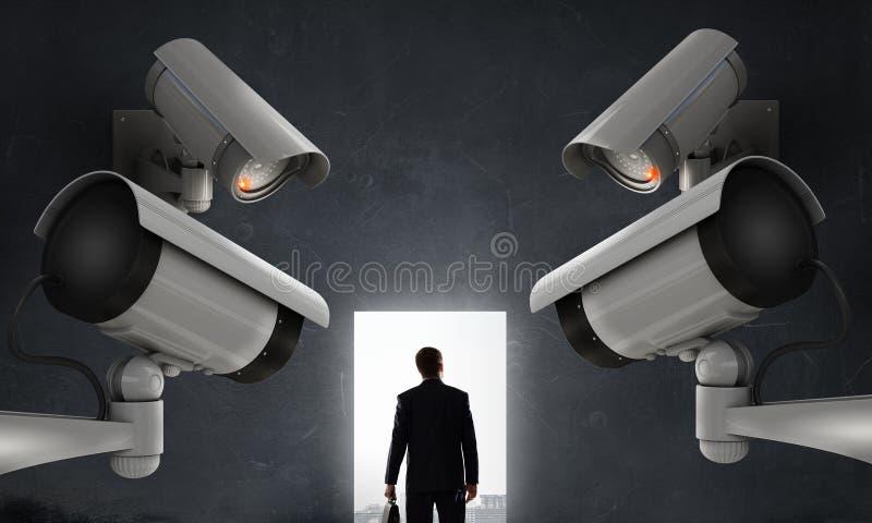 Η κάμερα παρακολουθεί το άτομο στοκ εικόνα