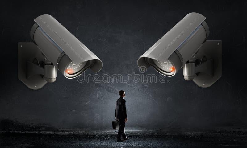 Η κάμερα παρακολουθεί το άτομο στοκ εικόνες