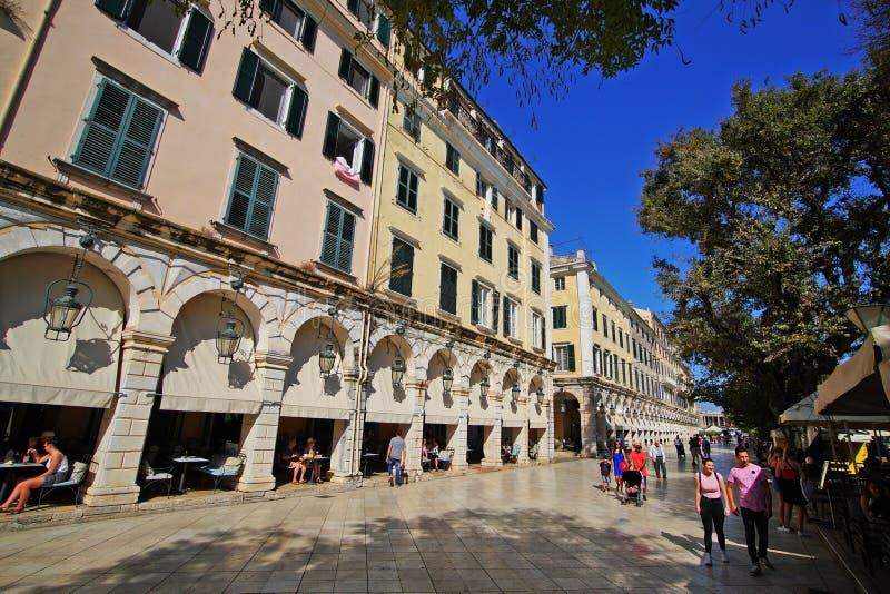 Η Κέρκυρα, Ελλάδα, στις 18 Οκτωβρίου 2018, το Liston είναι ένα διάσημο κτήριο στην πλατεία Spianada που προσελκύει τους τουρίστες στοκ εικόνα με δικαίωμα ελεύθερης χρήσης