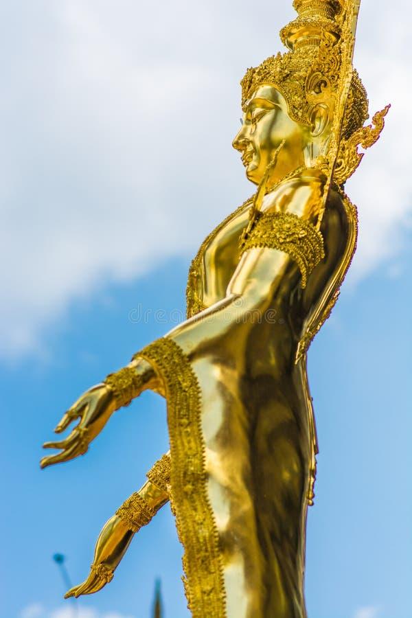Η καθαρή χρυσή εικόνα του Βούδα παρουσιάζει ειλικρίνεια στοκ φωτογραφία με δικαίωμα ελεύθερης χρήσης