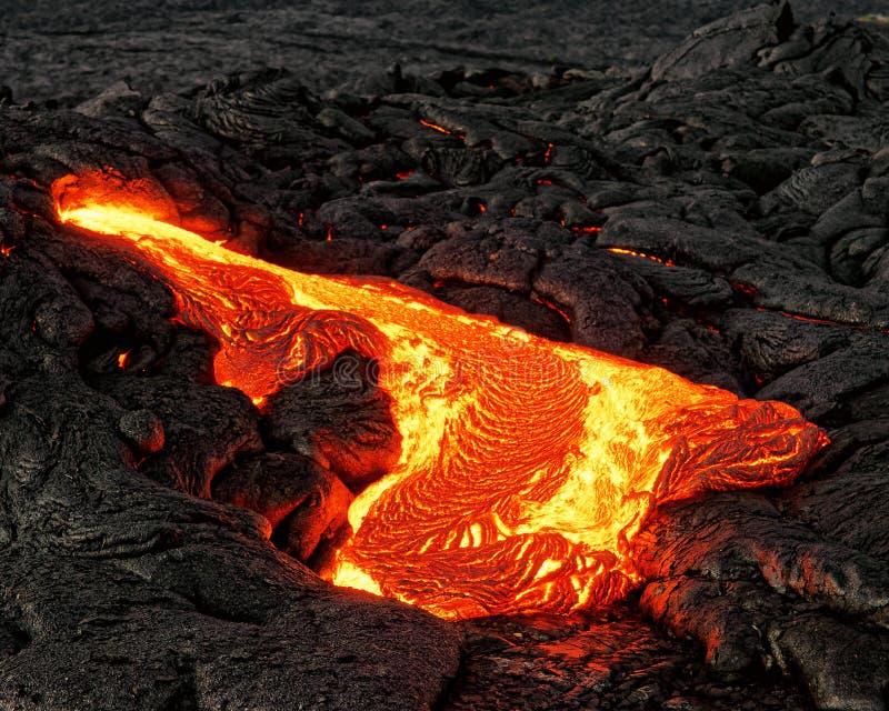 Η καμμένος λάβα προκύπτει από μια στήλη της γης στοκ φωτογραφίες με δικαίωμα ελεύθερης χρήσης