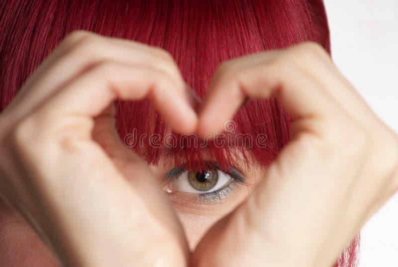 η καρδιά εμφανίζει γυναίκ&al στοκ εικόνα με δικαίωμα ελεύθερης χρήσης