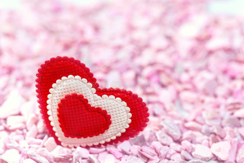 Η καρδιά στις ρόδινες πέτρες στο αναδρομικό ύφος στοκ εικόνα με δικαίωμα ελεύθερης χρήσης