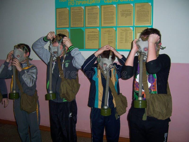 Η κατάρτιση στην πυρασφάλεια και ιατρική βοήθεια στο σχολείο η περιοχή Gomel της Λευκορωσίας στοκ εικόνα με δικαίωμα ελεύθερης χρήσης