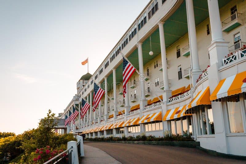 Η καταπληκτική αρχιτεκτονική του μεγάλου ξενοδοχείου στο νησί Mackinac κατά τη διάρκεια των ωρών βραδιού στοκ εικόνες
