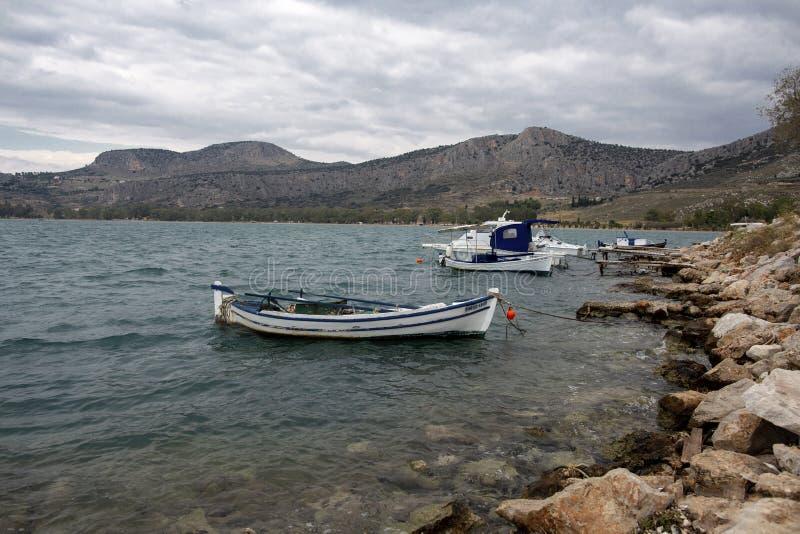 Η καταπληκτική παραλία Karathonas κοντά στην πόλη Nafplio - Ελλάδα Το Karathonas είναι μια μακριά, αμμώδης παραλία περίπου 3 χλμ  στοκ φωτογραφίες