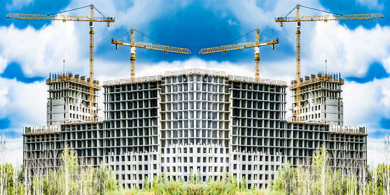 Η κατασκευή μιας νέας κατοικημένης περιοχής της πόλης στοκ εικόνα