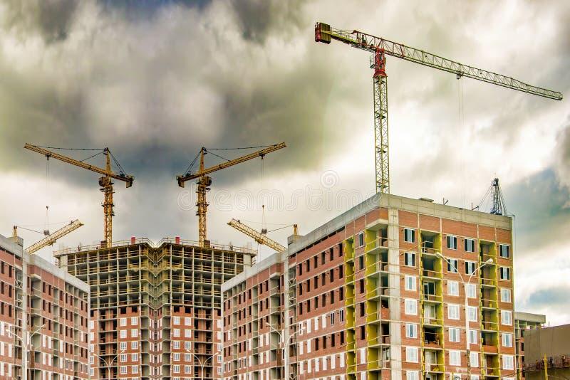 Η κατασκευή μιας νέας κατοικημένης περιοχής της πόλης στοκ φωτογραφίες με δικαίωμα ελεύθερης χρήσης