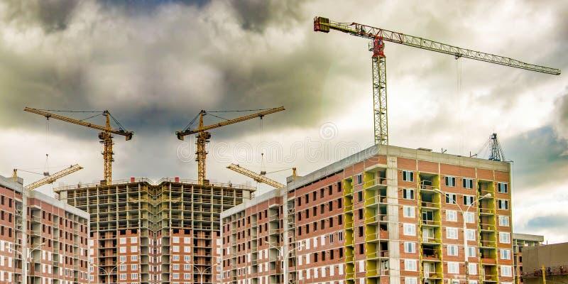 Η κατασκευή μιας νέας κατοικημένης περιοχής της πόλης στοκ εικόνες με δικαίωμα ελεύθερης χρήσης