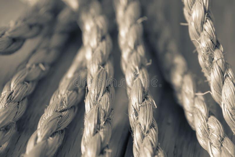 Διακοσμητικό διάσπαση-τονισμένο σχοινί στοκ εικόνες