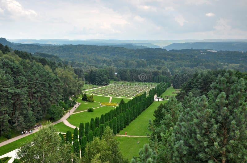 Η κοιλάδα των τριαντάφυλλων στο πάρκο θερέτρου Kislovodsk Η άποψη από το τελεφερίκ στοκ εικόνα