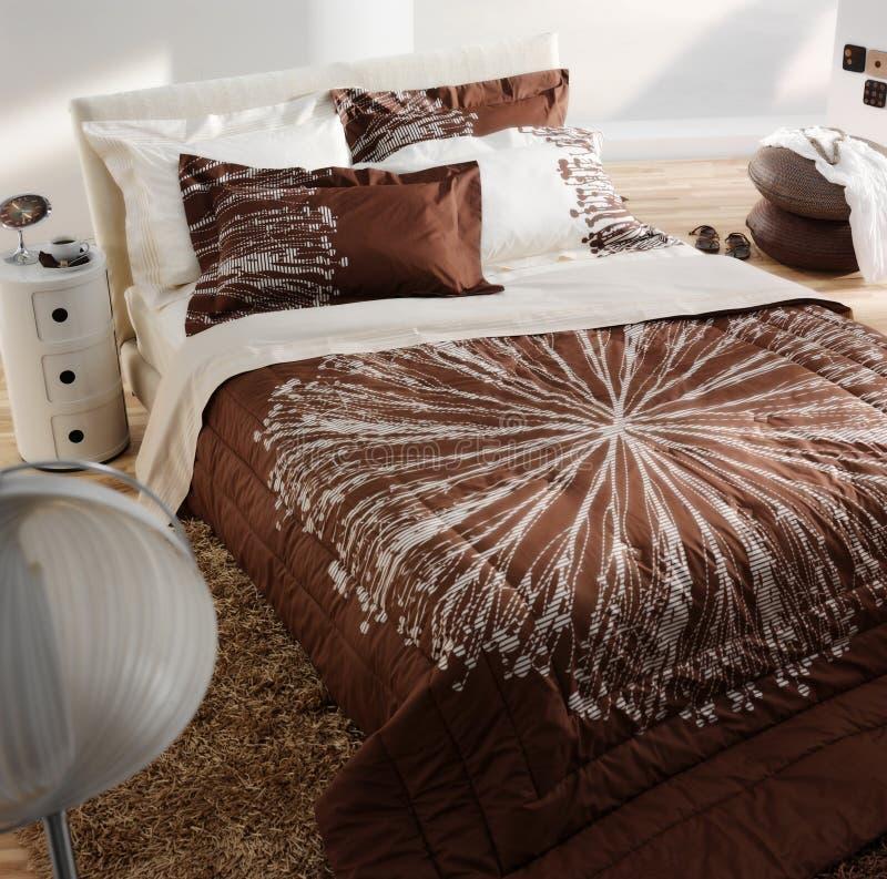 η κρεβατοκάμαρα χρωμάτισε σύγχρονο φυσικό στοκ εικόνα με δικαίωμα ελεύθερης χρήσης