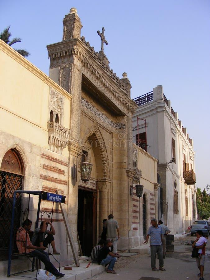 Η κρεμώντας εκκλησία με το σταυρό στην κορυφή και τα φανάρια στην περιοχή Κάιρο fostat τα gergis παλαιό Κάιρο Mary περιοχής fosta στοκ εικόνα με δικαίωμα ελεύθερης χρήσης