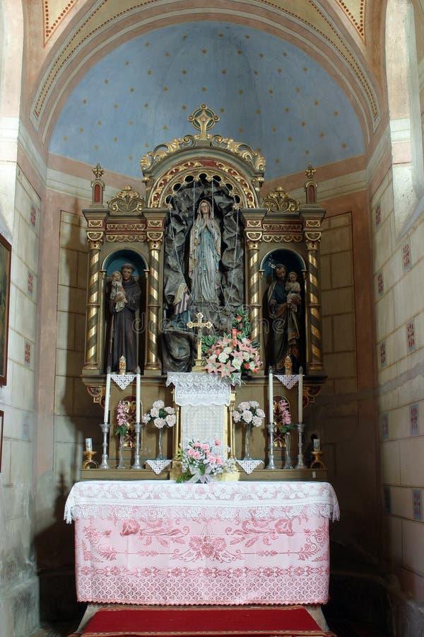 Η κυρία μας βωμού Lourdes στην εκκλησία Αγίου Roch σε Kratecko, Κροατία στοκ φωτογραφία