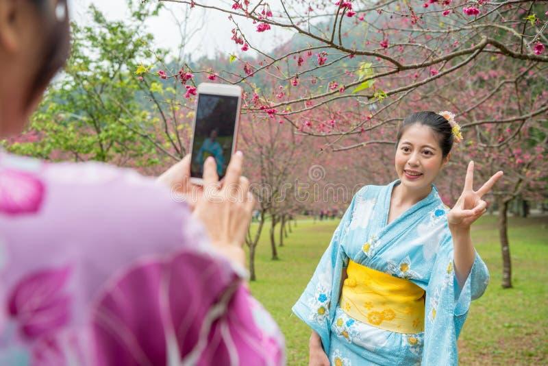 Η κυρία φθάνει η έλξη μπορεί ` τ να περιμένει παίρνει την εικόνα στοκ φωτογραφία