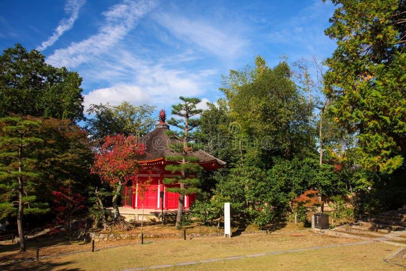 Η κόκκινη λάρνακα στο ναό Tofukuji στοκ φωτογραφίες