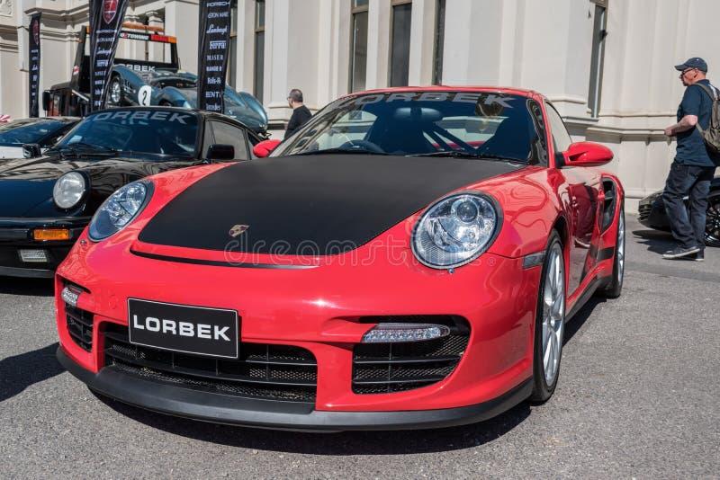 Η κόκκινη και μαύρη Porsche σε Motorclassica στοκ εικόνα