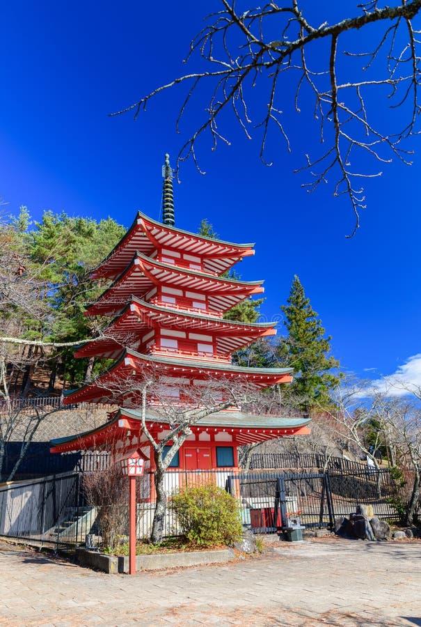 Η κόκκινη παγόδα, Chureito είναι ορόσημο κοντά στο βουνό του Φούτζι στοκ εικόνες