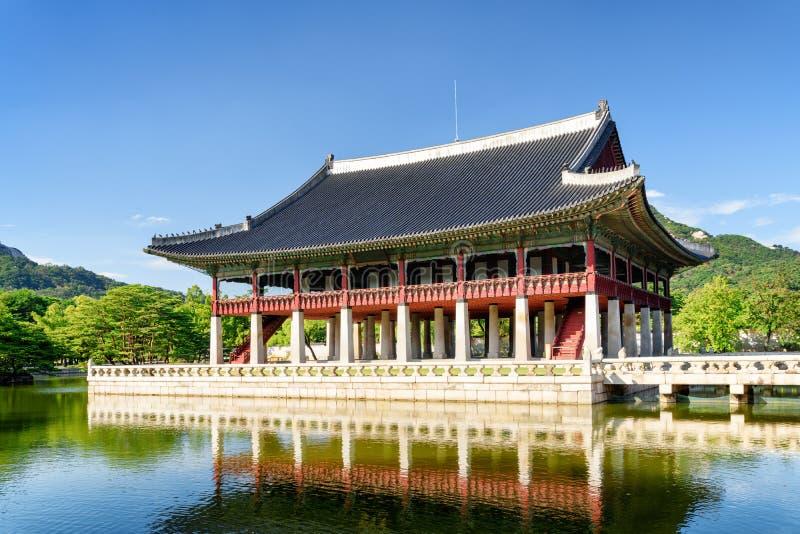 Η κύρια άποψη του περίπτερου Gyeonghoeru στο παλάτι Gyeongbokgung στοκ φωτογραφία με δικαίωμα ελεύθερης χρήσης