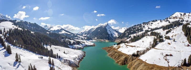 Η λάκκα de λ ` Hongrin είναι μια δεξαμενή σε Vaud, Ελβετία Η δεξαμενή με μια επιφάνεια 1 60 km2 0 62 τετράγωνο mi βρίσκεται στοκ εικόνες