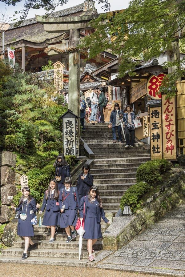 Η λάρνακα Κιότο jishu-Jinja επισκεπτών στοκ φωτογραφίες με δικαίωμα ελεύθερης χρήσης