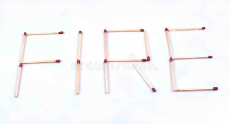 Η λέξη πυρκαγιάς με τα ξύλινα ραβδιά αντιστοιχιών στοκ εικόνες με δικαίωμα ελεύθερης χρήσης