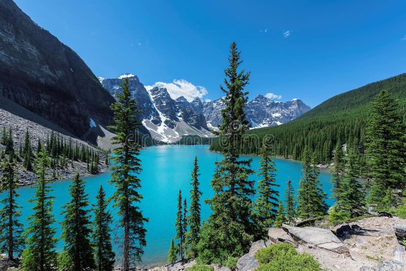 η λίμνη Αλμπέρτα banff Καναδάς τοποθετημένη το εθνικό κοντινό πάρκο moraine στοκ εικόνες