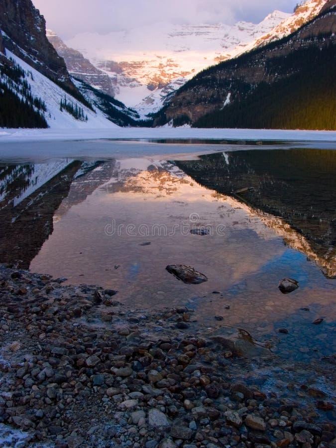 Download η λίμνη η κατακόρυφος στοκ εικόνες. εικόνα από thaw, melt - 525020