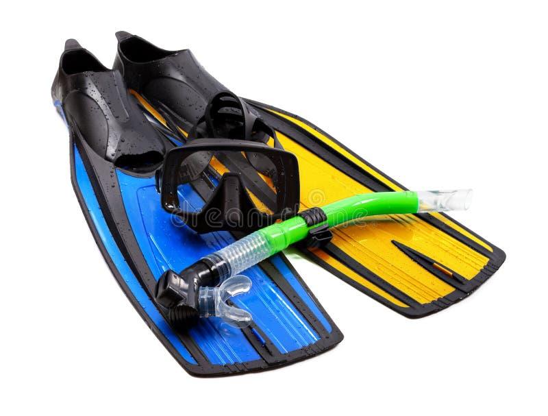 Η μάσκα, κολυμπά με αναπνευτήρα και βατραχοπέδιλα των διαφορετικών χρωμάτων στοκ φωτογραφία με δικαίωμα ελεύθερης χρήσης